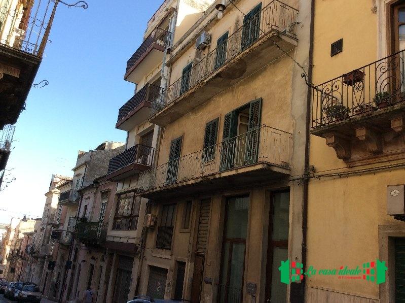 Appartamento in vendita a Ragusa, 16 locali, prezzo € 150.000   Cambio Casa.it