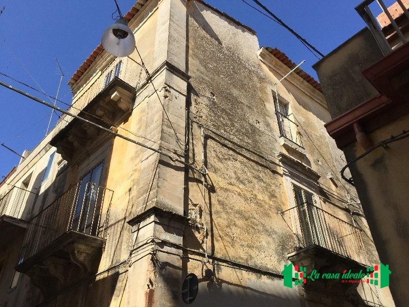 Soluzione Indipendente in vendita a Ragusa, 9 locali, prezzo € 30.000 | Cambio Casa.it