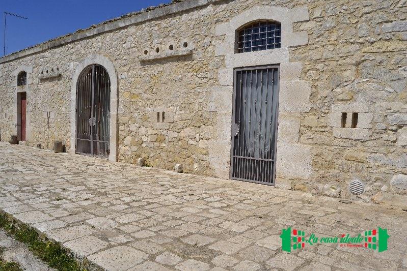 Rustico / Casale in vendita a Ragusa, 10 locali, prezzo € 500.000 | Cambio Casa.it